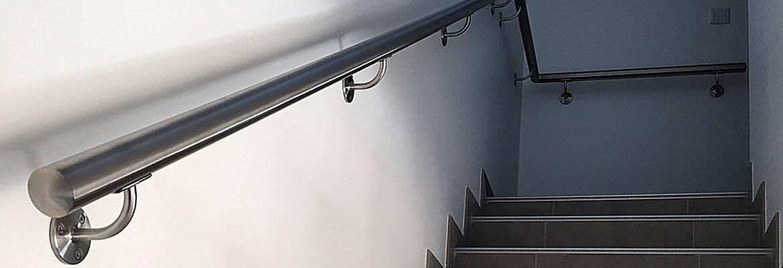 bien choisir entre rampe escalier en bois ou en inox