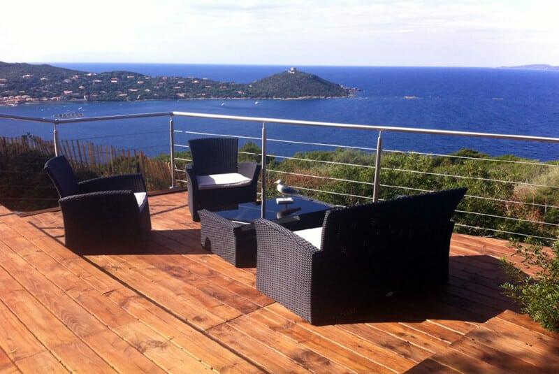 balustrade inox à cables sur terrasse en Corse