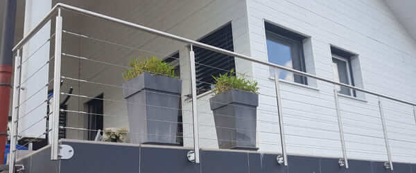 garde-corps et balustrade inox avec câbles inox tendus, pose laterale pour protection terrasse